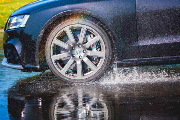Борьба с аквапланированием или как нельзя ездить в дождь