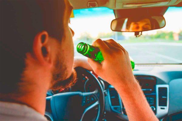 Можно ли выпить в припаркованном автомобиле
